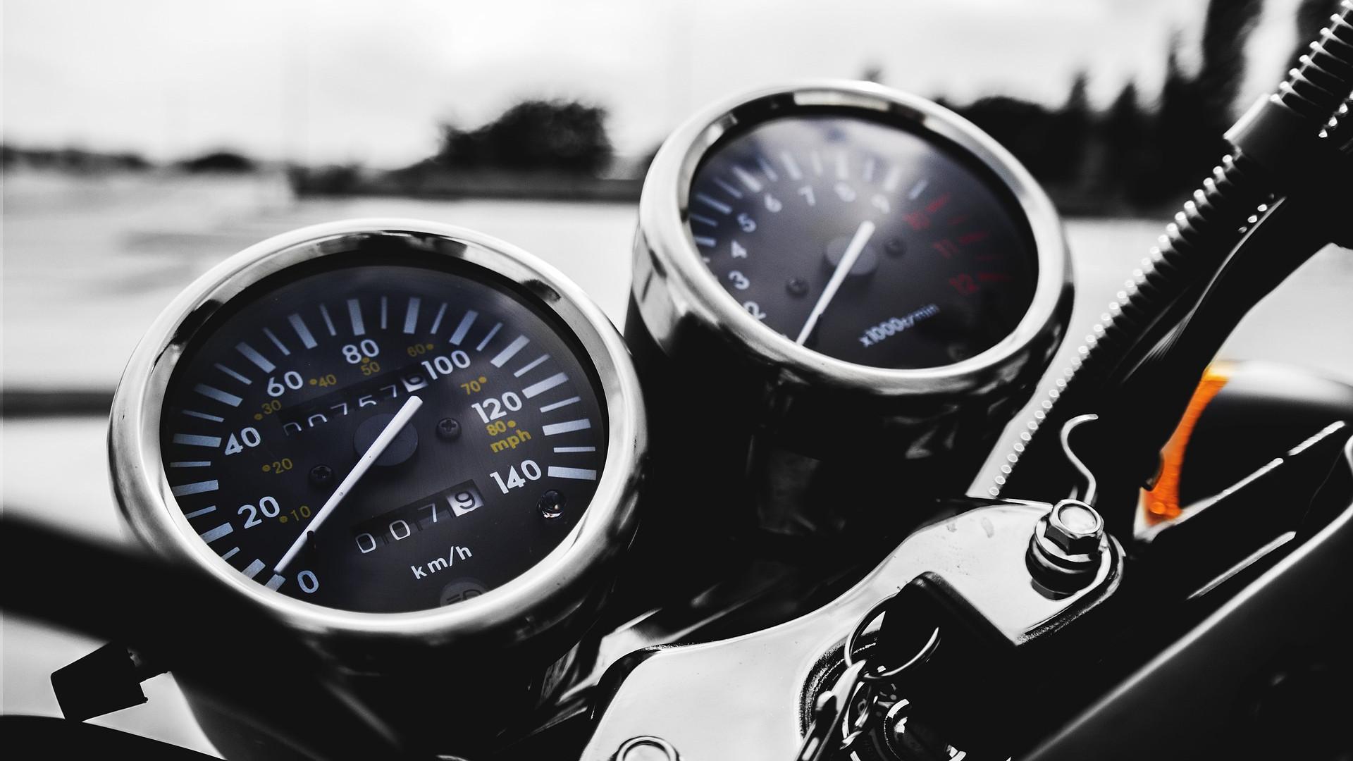 Profitez des déplacements fluides à Paris grâce taxi moto