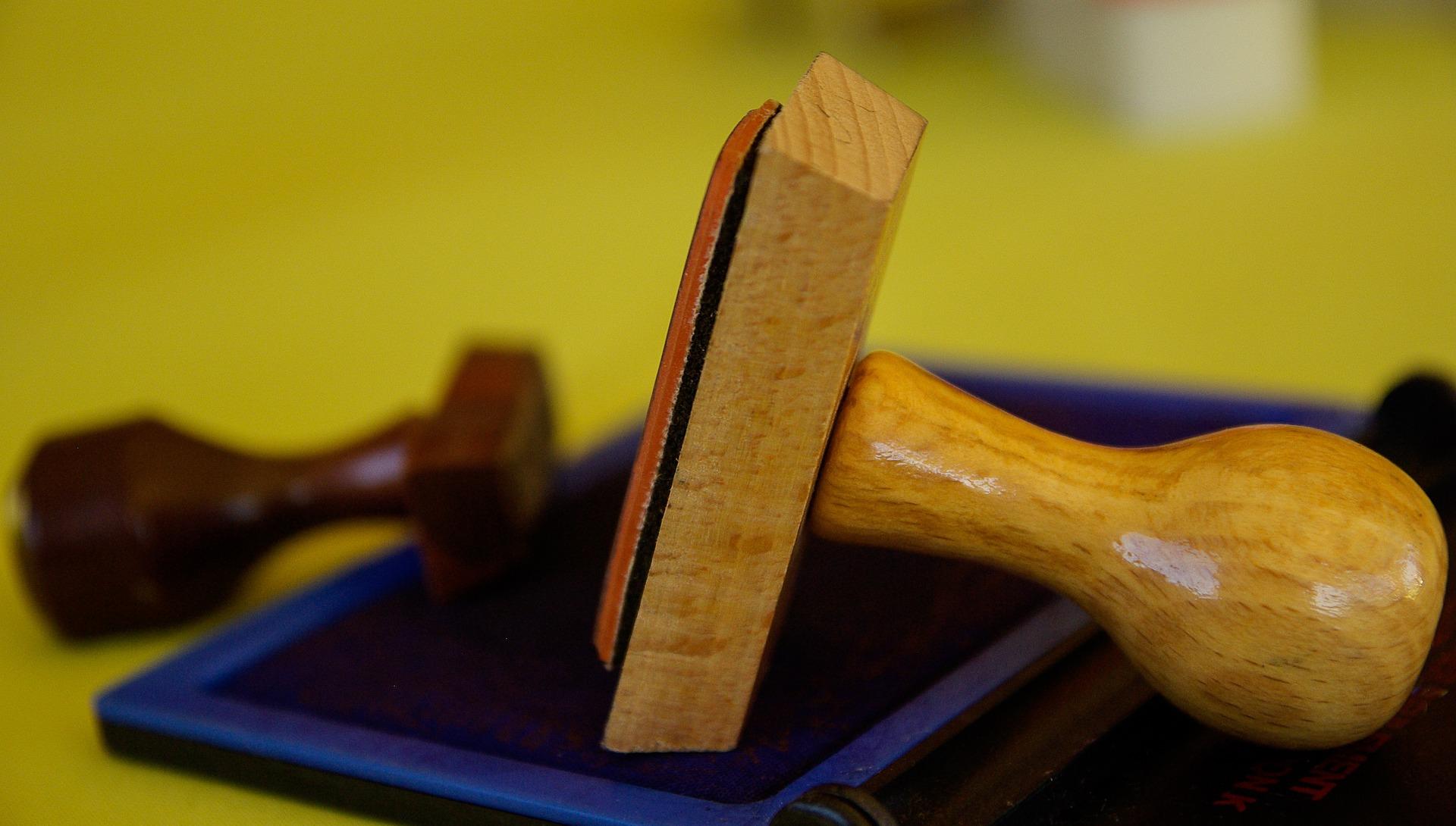 comment choisir son tampon en bois professionnel. Black Bedroom Furniture Sets. Home Design Ideas