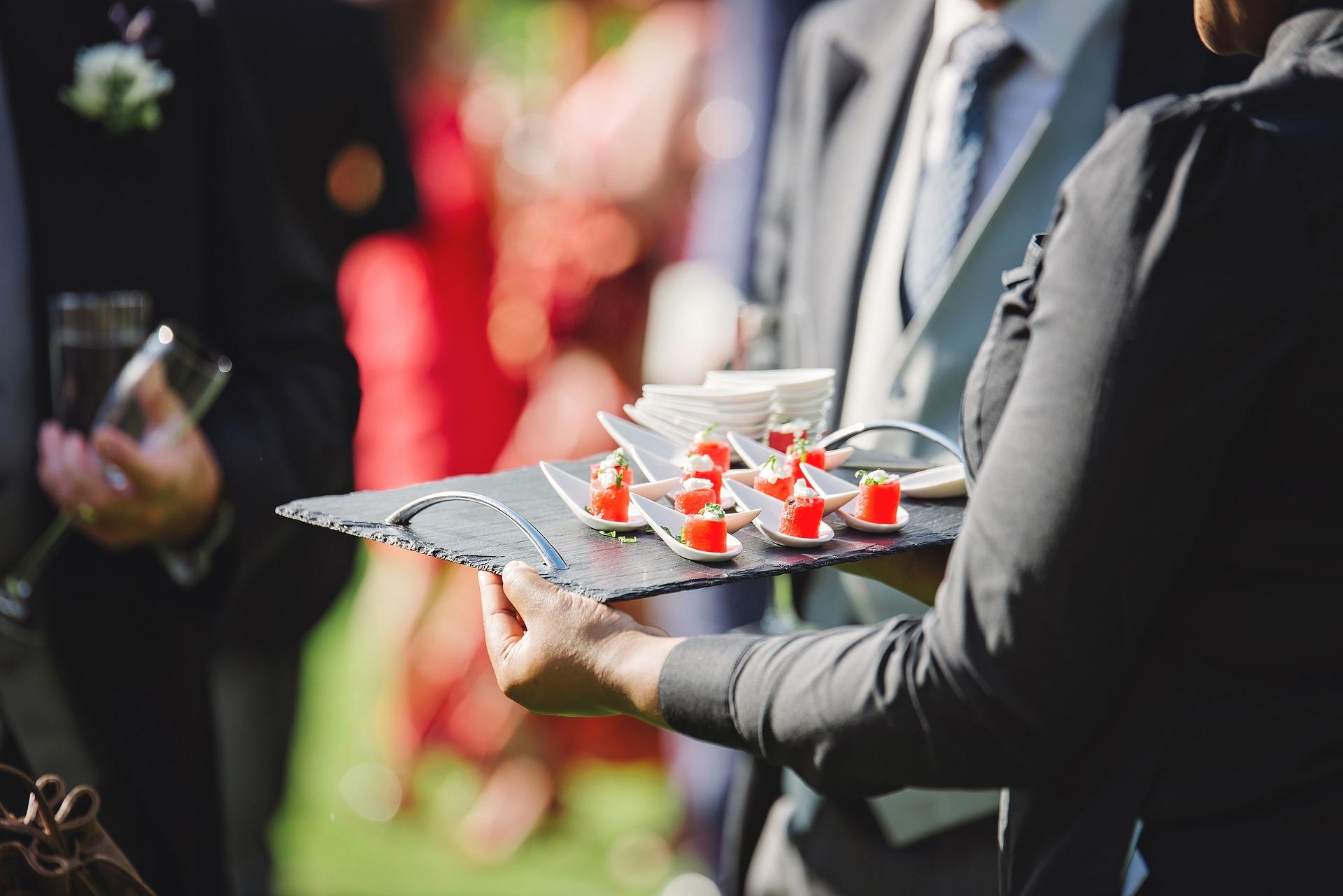 Comment choisir son traiteur idéal pour les événements professionnels