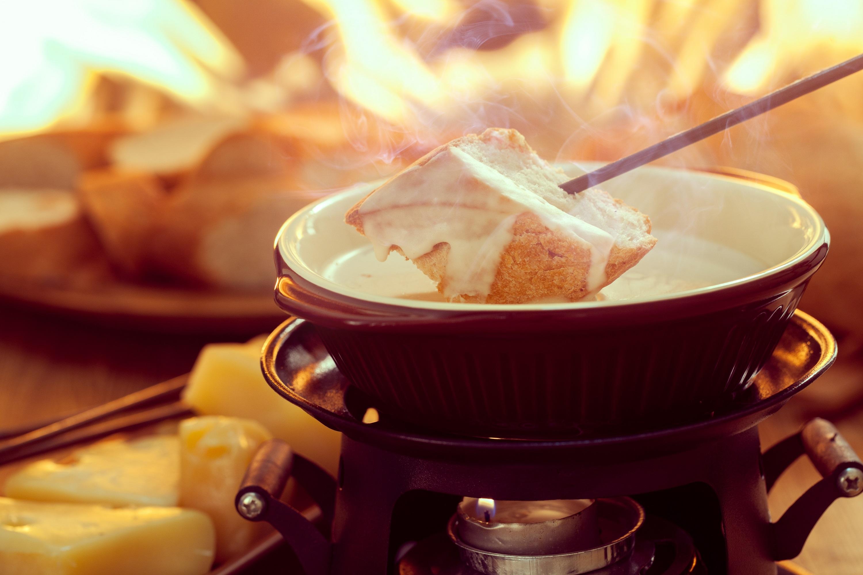 Que choisir entre un repas atypique ou une fondue dans le Jura ?