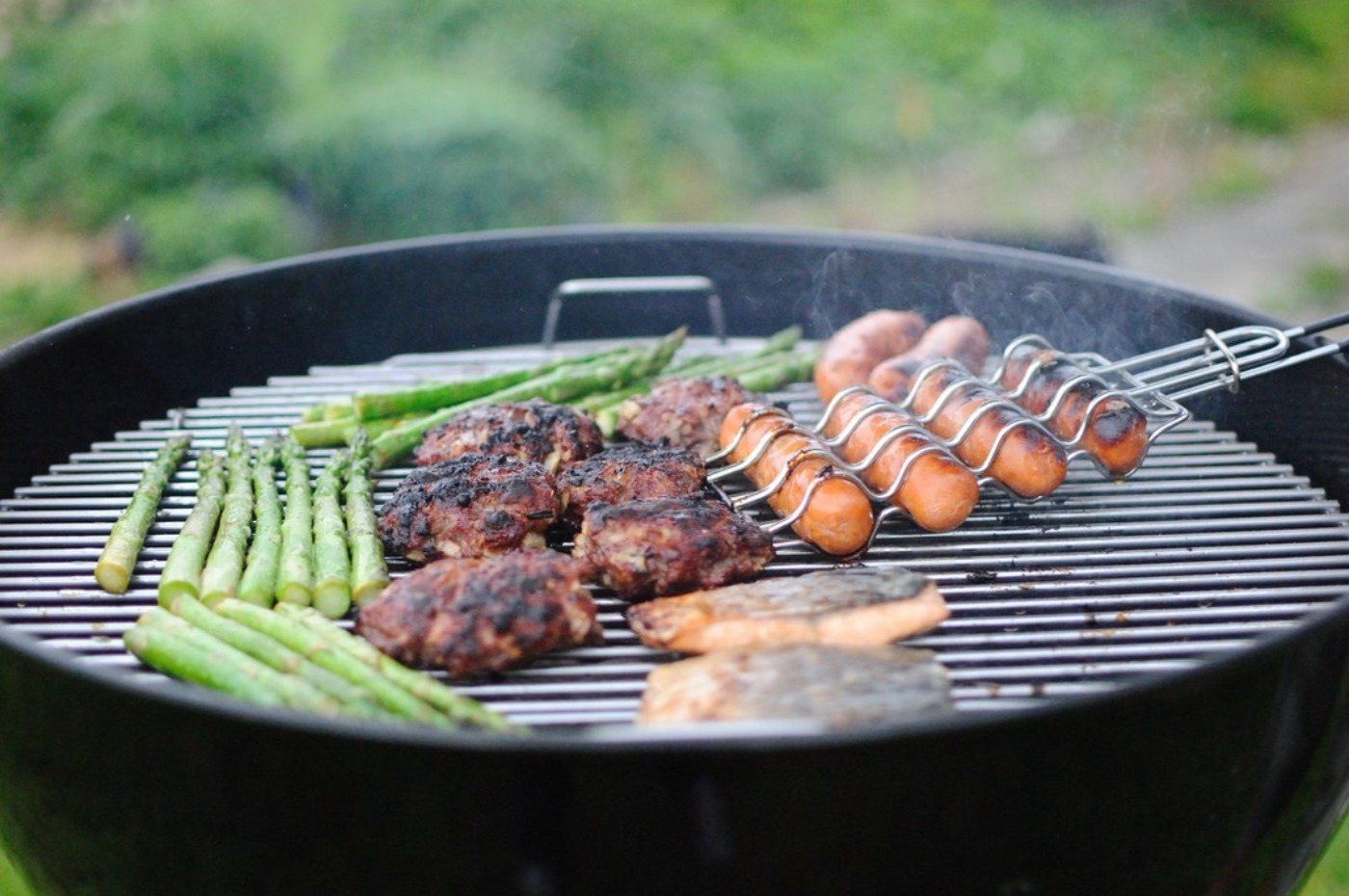 Comment choisir un barbecue pour de délicieuses grillades ?