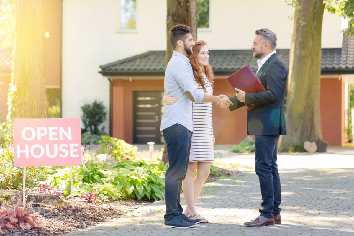 Pourquoi travailler avec une agence immobilière est indispensable ?