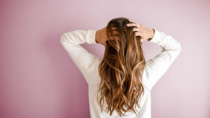 8 soins naturels pour épaissir ses cheveux