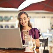 Les avantages et les inconvénients du e-tourisme