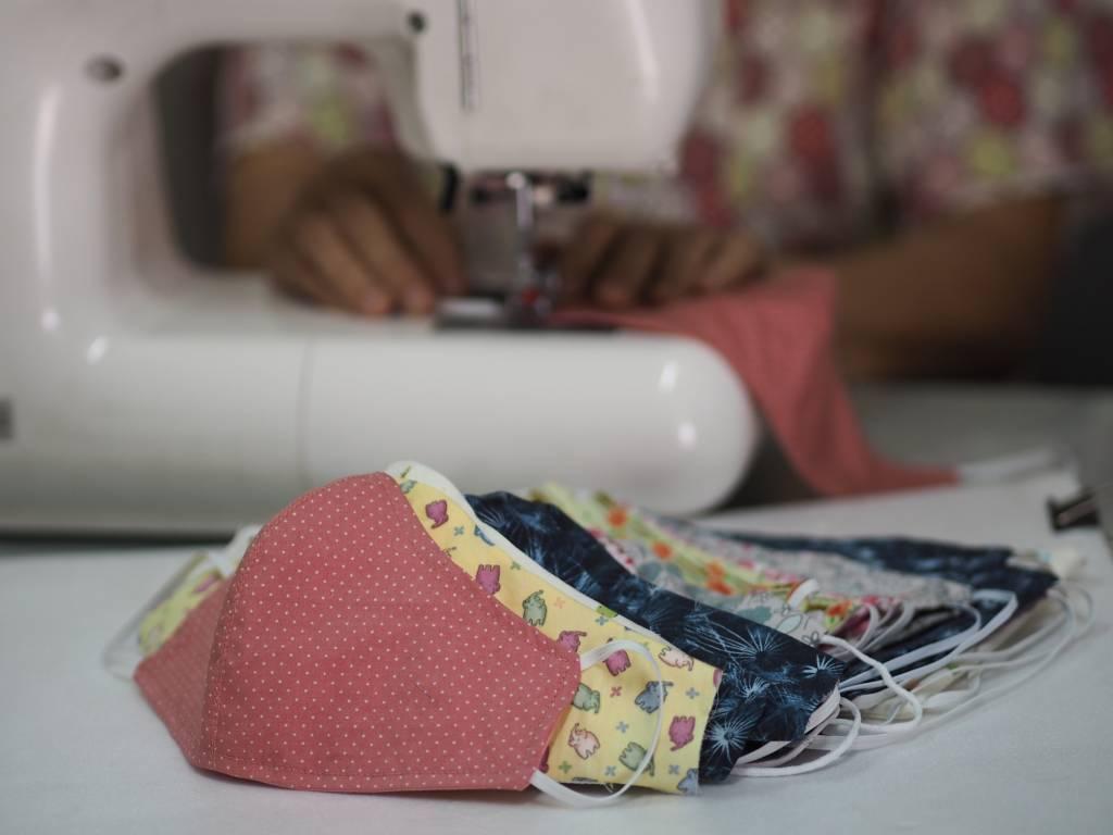 utiliser une machine industrielle pour la fabrication de masques en tissu
