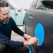 5 astuces pour réussir la pose de ses stickers de voiture