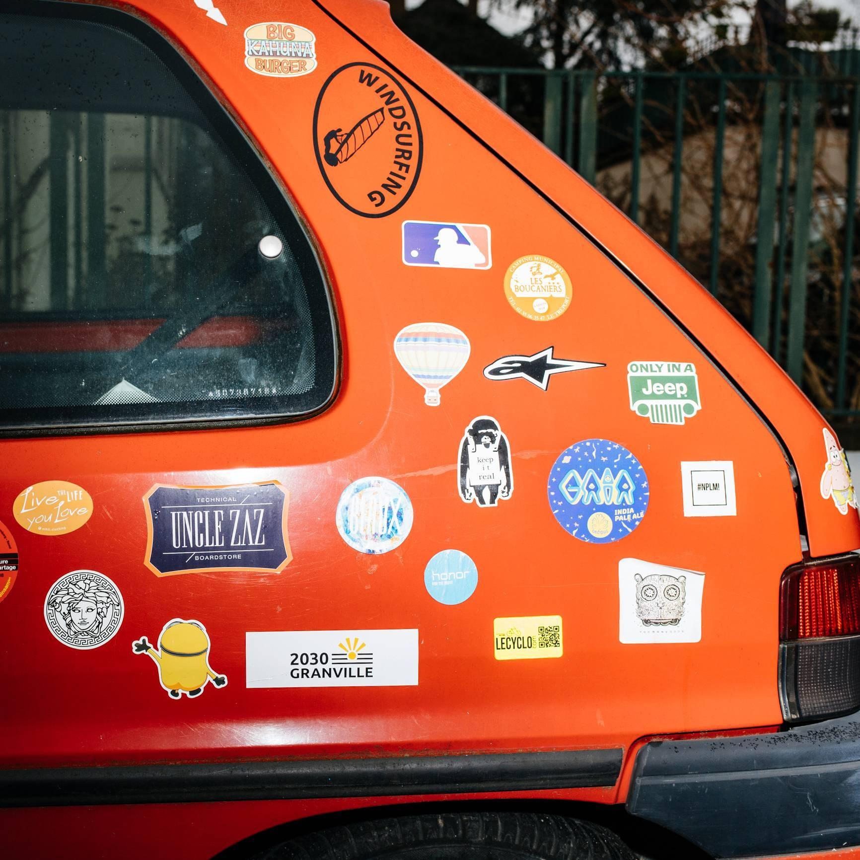 Stickers de voiture, comment réussir la pose